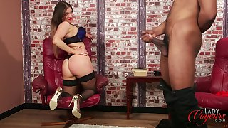Cock hungry pornstar Porscha Byrne enjoys teasing her outrageous lover