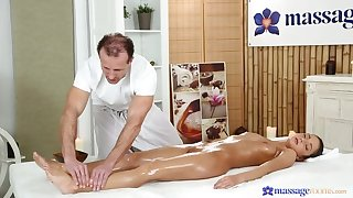 Bring together Customer Bends Over Be beneficial to The Spry Massage
