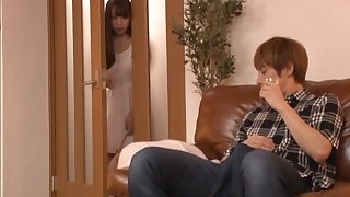 Deep sex for the Japanese mommy after a throbbing wait