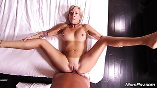 This Horny Blondie Housewife Knows How Forth Vindicate Adulate - housewife